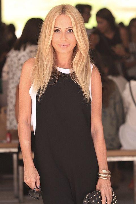 <p>Marta optó por un diseño de una pieza en blanco y negro de Zara.&nbsp;</p>