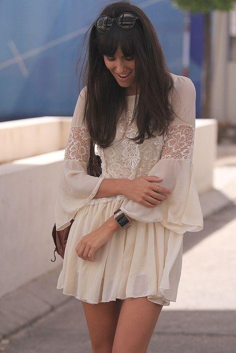 <p>Nos encanta el minivestido de color crema de Sheinside que lleva Ana Albadalejo aunque va retrasada respecto a Mirian Pérez con el reto de hoy. ¿Conseguirá ganarle?&nbsp&#x3B;</p>