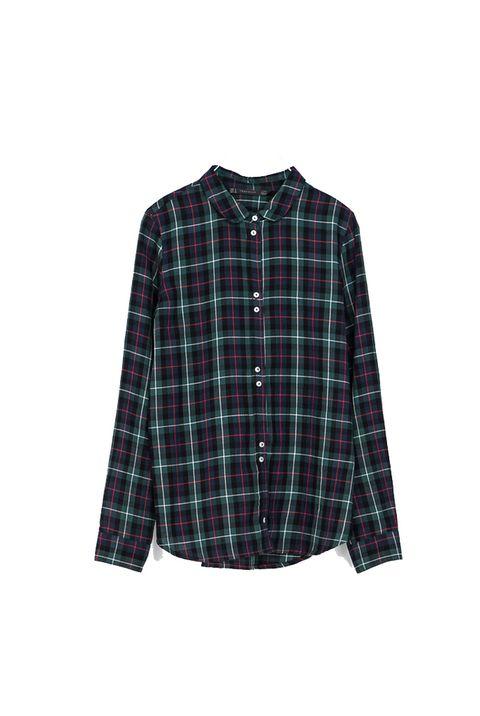 <p>Una camisa de cuadros es un básico para este otoño. Cuesta 22,95 €.</p>