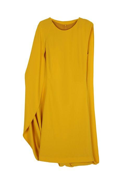 <p>El color mostaza/amarillo es uno de nuestros favoritos para invitadas, sobre todo si es como éste <strong>de&nbsp;Heaven de Dolores Promesas (385 €)&nbsp;</strong></p>