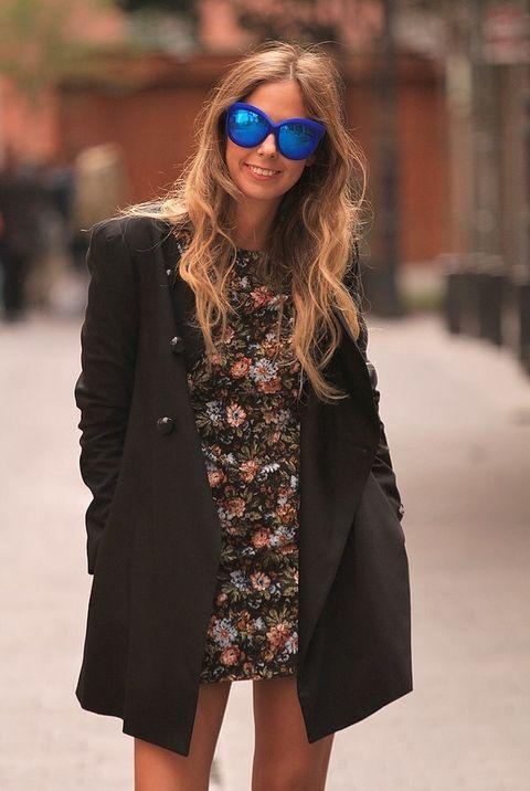 <p>Lo importante del look que ha escogido Aranza son las proporciones del minivestido y el abrigo oversize.</p>