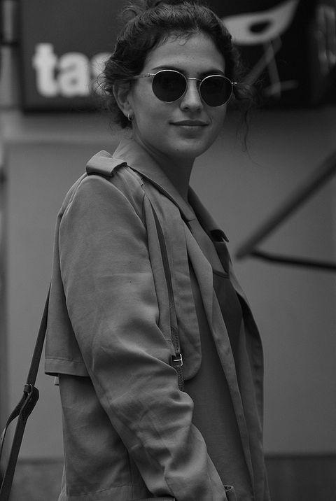 <p>Inma apuesta por una chaqueta de color mostaza inspirada en los patrones del trench. Es de Zara.&nbsp&#x3B;</p>