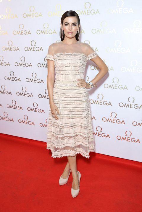 <p><strong>Camilla Belle</strong> nos ha enamorado con este romántico vestido de gasa en blanco roto firmado por<strong> Carolina Herrera</strong>.</p>