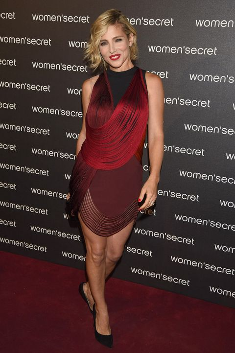 <p>La actriz sabe defender este vestido rojo y negro de flecos de <strong>Stella McCartney Primavera 2014</strong>.&nbsp;</p>