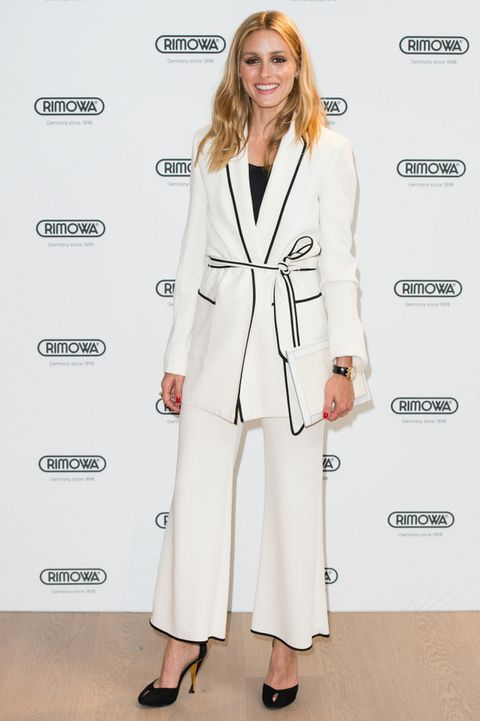 <p>La 'it girl'&nbsp&#x3B;<strong>Olivia Palermo</strong> asistió a la fiesta con un look en blanco y negro con un traje de inspiración pijama de <strong>Zara</strong>.</p>