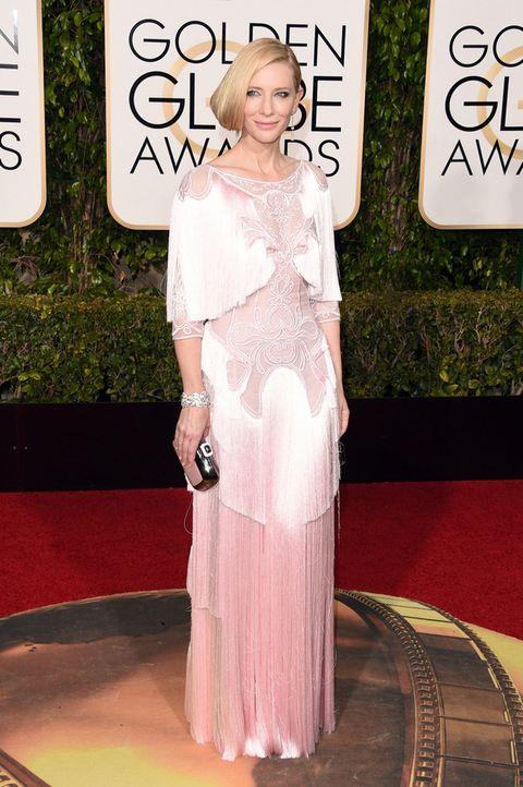 <p>Aunque al final nos decantamos por Amber, estuvimos a punto de elegirla a ella como la mejor de la gala. Sólo <strong>Cate Blanchett</strong> podía defender con tanta elegancia este impresionante diseño con bordados y flecos en seda 'soft'&nbsp&#x3B;de&nbsp&#x3B;<strong>Givenchy.</strong></p>
