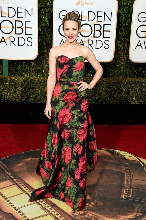 <p>No sabemos que le pasó a&nbsp&#x3B;<strong>Rachel McAdams,</strong> pero este&nbsp&#x3B;diseño palabra de honor con estampado floral gráfico de <strong>Lanvin&nbsp&#x3B;</strong>no es digno de su nivel en la alfombra roja y le pone años encima. La gran decepción de la noche.</p>