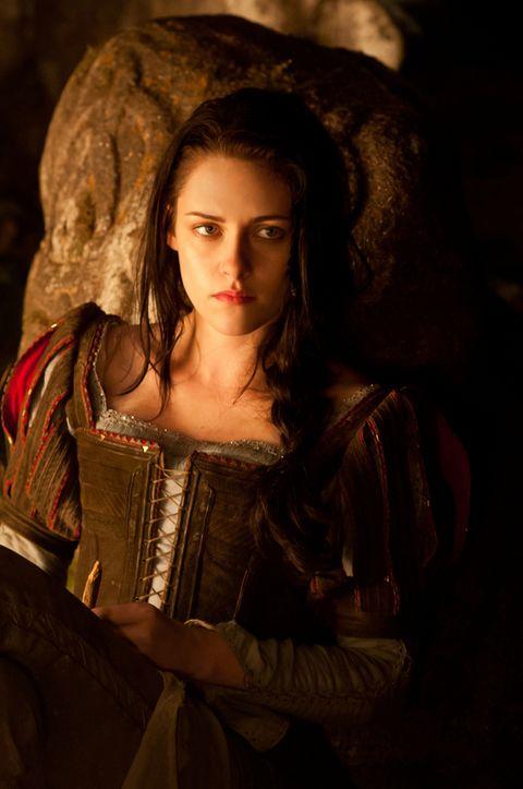 <p>Kristen Stewart también fue Blancanieves aunque en una versión más guerrera y fuerte en 'Blancanieves y la leyenda del cazador'.</p><p>&nbsp;</p>
