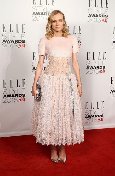 <p>La siempre impecable Diane Kruger con un delicado diseño <i>lady</i> firmado por la casa Chanel.</p>