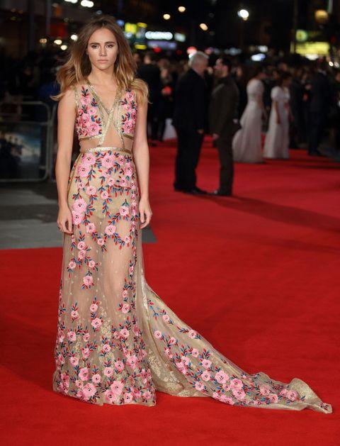 <p>La otra gran favorita de la semana ha sido <strong>Suki Waterhouse</strong> en la premiere celebrada en Londres de 'Orgullo + Prejuicio + Zombies'. Su look huele a primavera con ese vestido con flores y transparencias en tonos rosas y dorados, de<strong> Reem Acra</strong>.</p>