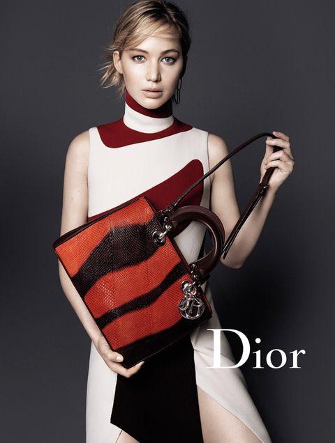 <p>Versión del <strong>Diorissimo</strong> en rojo y negro.</p>