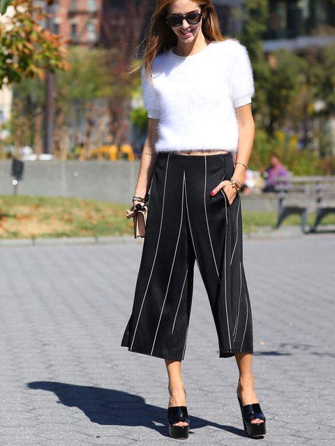 <p>Ya estaba tardando en llevar la prenda más cool, Chiara apuesta por su clave más glamurosa en blanco y negro.</p>