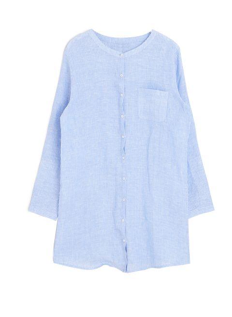 <p>Un camisón de estilo camisa azul como éste de <strong>Oysho</strong> puede servirte para estar cómoda en casa....</p>