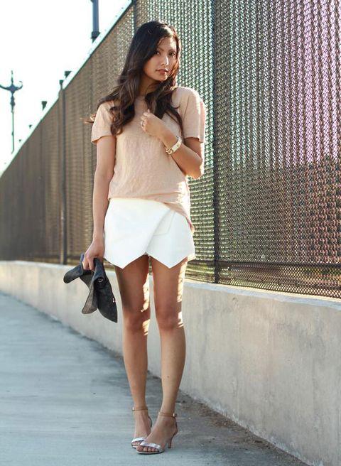 <p>Muy soft y primaveral este mix de falda blanca y prendas en tonos pastel.</p>
