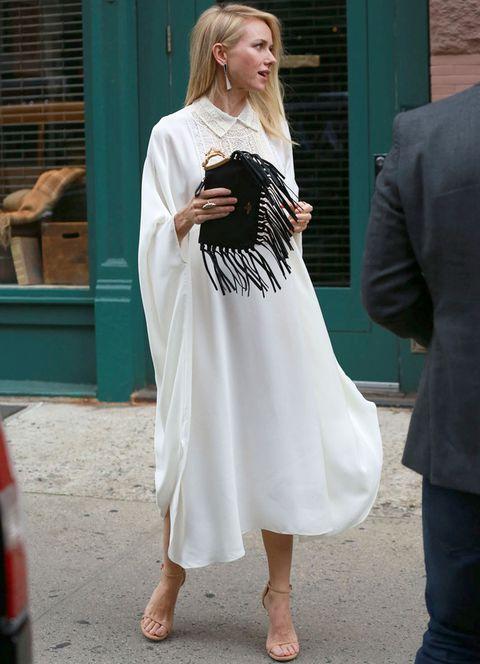 <p>Ya sea en un bolso como<strong> Naomi Watts</strong>, en unos zapatos, en una chaqueta, en un vestido... esta temporada lucirás flecos. Y lo sabes.</p>