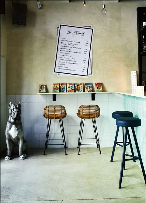<p>El estudio <strong>Decorner</strong> ha reconvertido un antiguo taller mecánico en un local de estética industrial donde disfrutar de la mejor cocina europea. Insuperable el arroz caldoso de salmonete y alga codium. &nbsp;</p><p>(Pere Calders, 6, Barcelona, &nbsp;tel. 933 48 55 30. <strong>Precio medio:</strong> 35 €).</p>