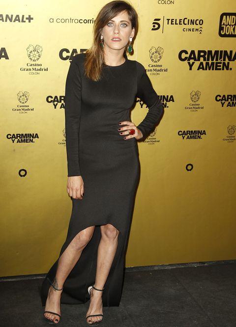<p>Respetando el dress code de la noche,&nbsp&#x3B;<strong>María León</strong> lució un vestido tail hem muy minimal con sandalias al tobillo y joyas de colores.&nbsp&#x3B;</p>