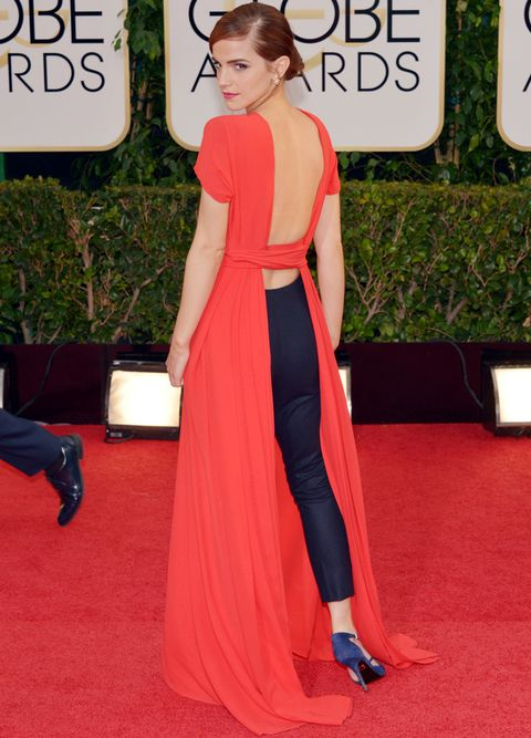 <p><strong>Emma Watson</strong> dejó a todo el mundo boquiabierto con este diseño de <strong>Christian Dior Couture</strong>. Por delante, un vestido rojo de cuello cerrado y gran lazada, y por detrás... Abertura que dejaba ver unos pantalones negros de pinzas.</p>