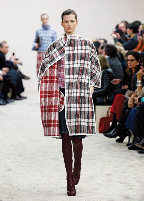 <p>El estampado escocés se mezcla con prendas y accesorios de todo tipo, como vestidos rockeros o 'blazers' clásicas.</p>