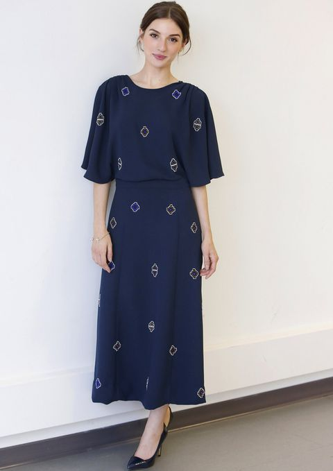 <p><strong>María Valverde</strong> nos conquistó en la presentación de la serie 'Hermanos' con este vestido midi de inspiración reto en azul marino de <strong>&amp&#x3B; Other Stories</strong>. Lo combinó únicamente con unos salones del mismo tono.</p>