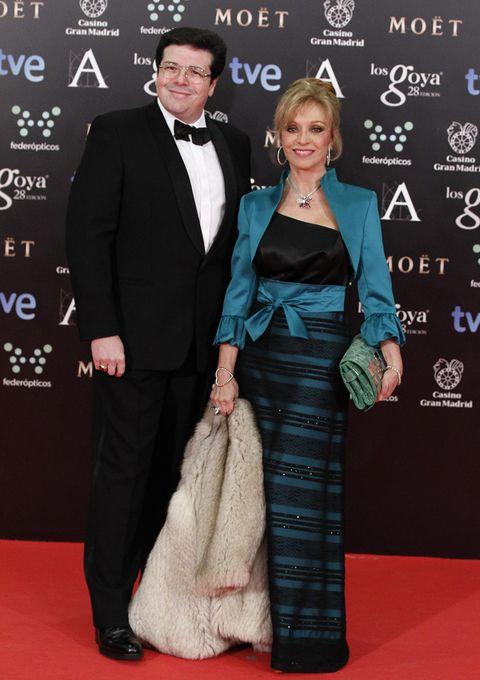 <p>El look elegido por la actriz <strong>Silvia Tortosa</strong> negro y azul con torera y cinturón fajín lo vemos más propio para una invitada de boda que para la gala de los Goya.</p>