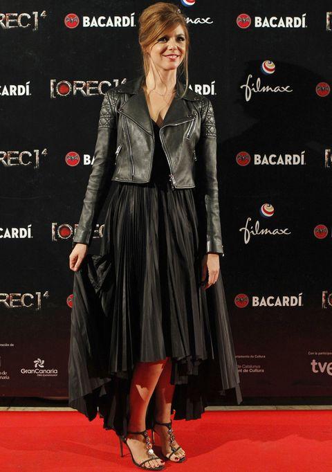 <p>En la premiere en Madrid de'REC 4: Apocalipsis' acertó con su combinación de vestido largo negro plisado más cazadroa 'perfecto' y sandalias joya.</p>