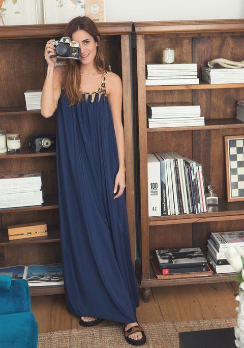 <p>Un vestido sencillo con detalle en el cuello.</p>