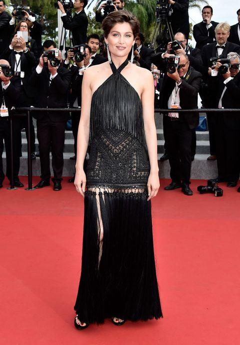 <p>Vemos en el día de clausura de esta edición de Cannes a <strong>Laetitia Casta</strong> con un moño recogido y vestido negro con transparencias troqueladas y flecos inspirado en los años 20.&nbsp&#x3B;</p>