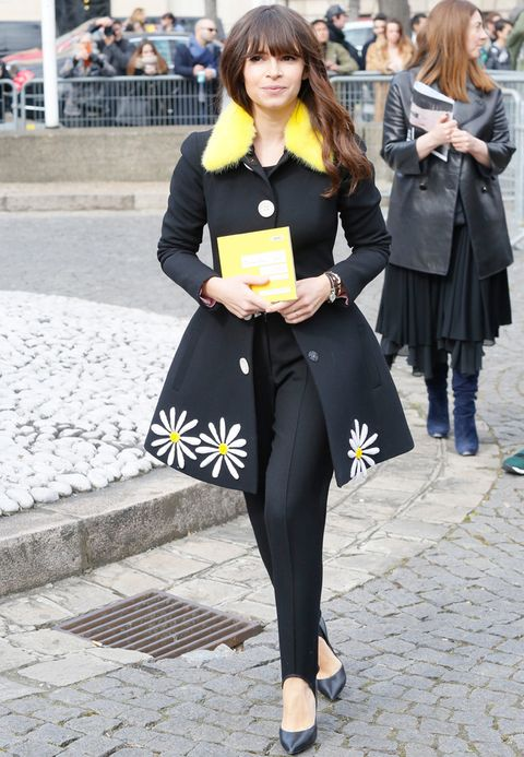 <p>De negro y amarillo vimos a&nbsp;<strong>Miroslava Duma</strong> en <strong>Miu Miu</strong>.</p>