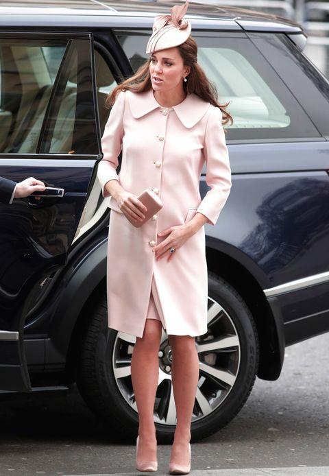 <p>Total look en rosa bebé. ¿Tal vez es una señas sobre el sexo de su segundo hijo?</p>