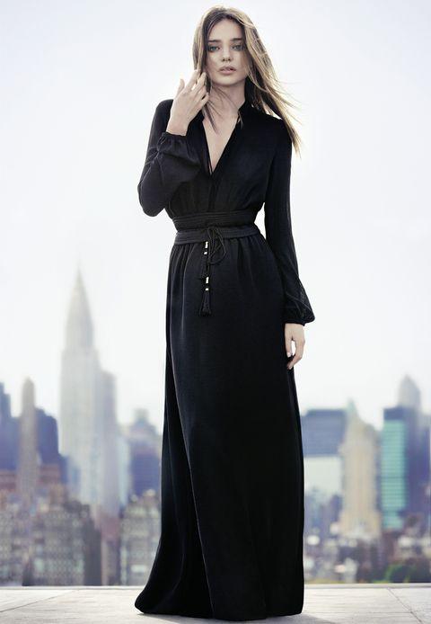 <p>Los vestidos largos también aguantan una temporada más. Nos gusta esta versión XL en negro. </p>