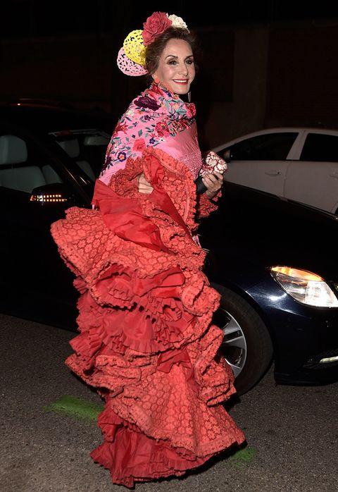 <p>Espléndida como siempre,&nbsp&#x3B;<strong>Naty Abascal</strong> demostró una vez más que no hay quien la gane ni como organizadora de fiestas ni como mujer con estilo.</p>