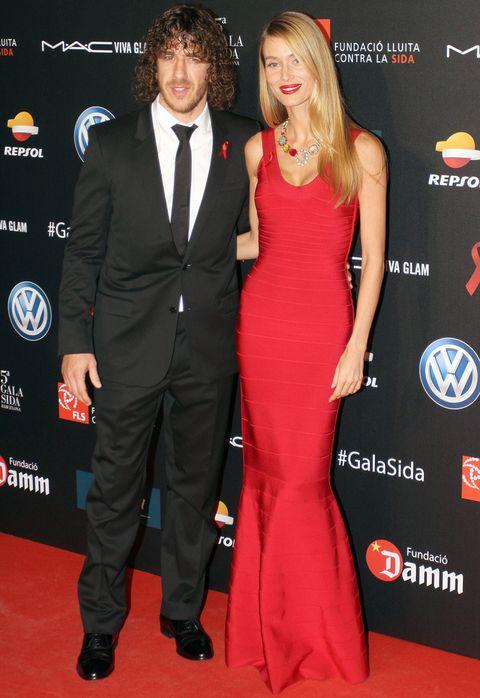 <p>La modelo <strong>Vanesa Lorenzo</strong> que acudió junto a <strong>Carles Puyol</strong> estaba espectacular con un vestido venda en rojo de <strong>Hervé Léger</strong> acompañado por un collar de<strong> Rosa Tous</strong>.</p>