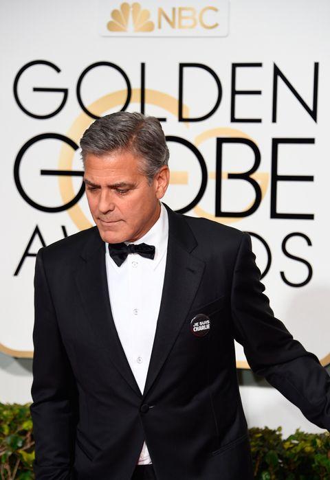 <p>El actor <strong>George Clooney</strong> lució una chapa en su chaqueta con el emblema, además de incluir en su 'speech' una referencia al atentado acontecido en París.</p>