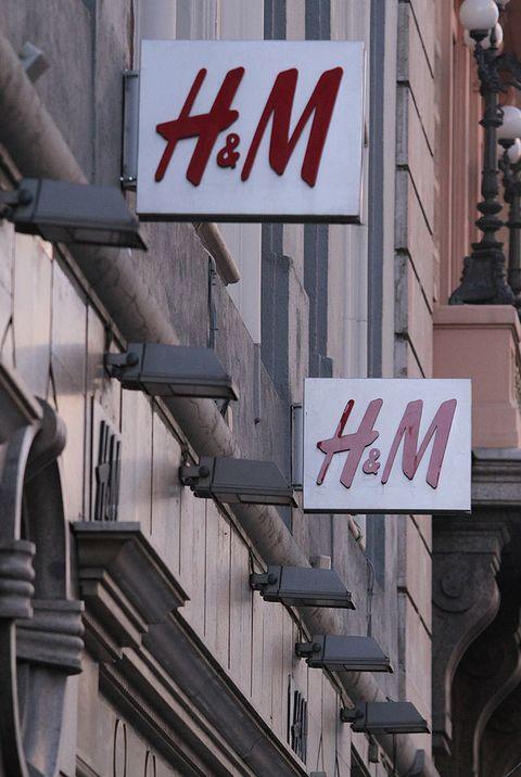 <p>Ayer por la noche, un total de 250 establecimientos de la firma en todo España ultimaban los detalles para la avalancha que sabía que se les esperaba a las 10 de la mañana del 14 de noviembre, la apertura de la colección al público. Nosotras, inmortalizamos qué ha ocurrido en uno de los <strong>H&M</strong> de la <strong>Gran Vía</strong> madrileña.</p>