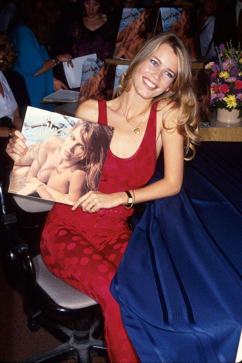 <p>Pronto comenzó a protagonizar portadas de revistas de moda, anuncios y sensuales calendarios con el que se ganó el apodo de 'la nueva Brigitte Bardot'.</p>