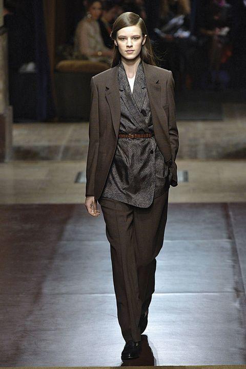 <p>Otoño/Invierno 2014-15.<strong>&nbsp;Diseñador:</strong>&nbsp;Hermès.</p>