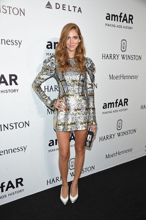 <p><strong>Chiara Ferragni</strong> escogió a<strong> Louis Vuitton</strong> para que le vistiera en esta cita, de la que fue presentadora. Como complemento, unos salones blancos con apliques y un <i>clutch</i> rectangular (también de la firma), remataron su estilismo.</p><p>&nbsp&#x3B;</p>