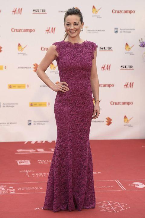 <p><strong>Leonor Watling</strong> volvió a acertar sobre la alfombra roja de Málaga, esta vez de largo y con un vetido color frambuesa muy que favorecedor.</p>