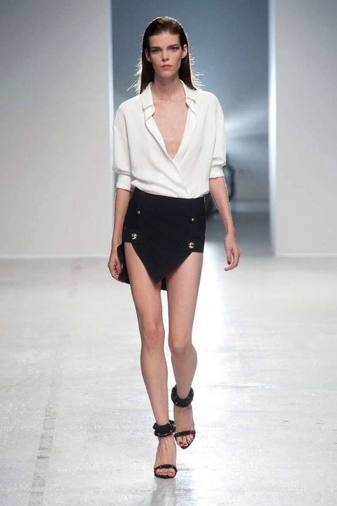 <p>Diseñador: Anthony Vaccarello. <strong>Paris Fashion Week.</strong></p>