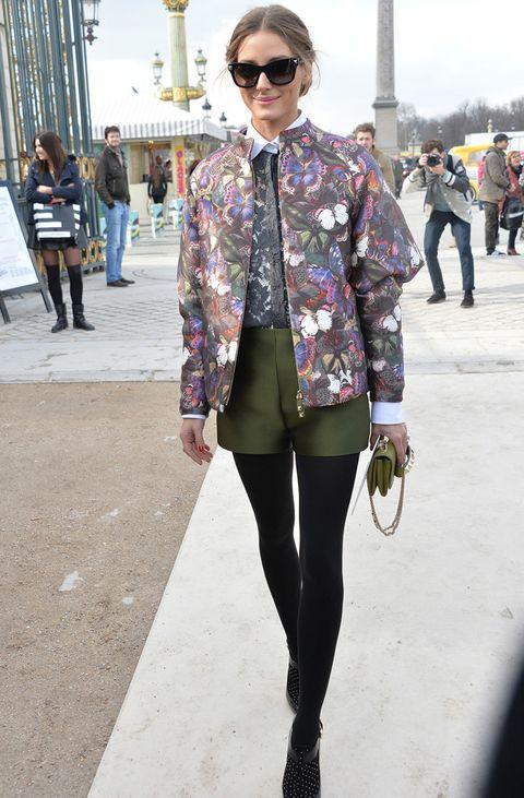 <p>Para acudir al desfile del diseñador italiano la 'it girl' <strong>Olivia Palermo</strong> luce sus mariposas en una chaqueta con volumen en las mangas. Perfecto el resto de su outfit.</p>
