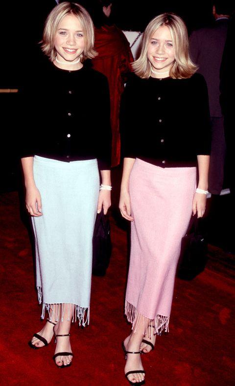 <p>Dónde: Premiere de 'Anna y el Rey' en 1999.</p><p>Qué llevaban: Con looks muy parecidos con falda en tonos claros, chaquetas de punto en negro y media melena.</p>