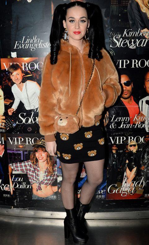 <p>Otra celebrity que se ha disfrazado esta semana ha sido la cantante<strong> Katy Perry</strong>, que apuesta por el outfit 'osito de peluche adorable'. </p>