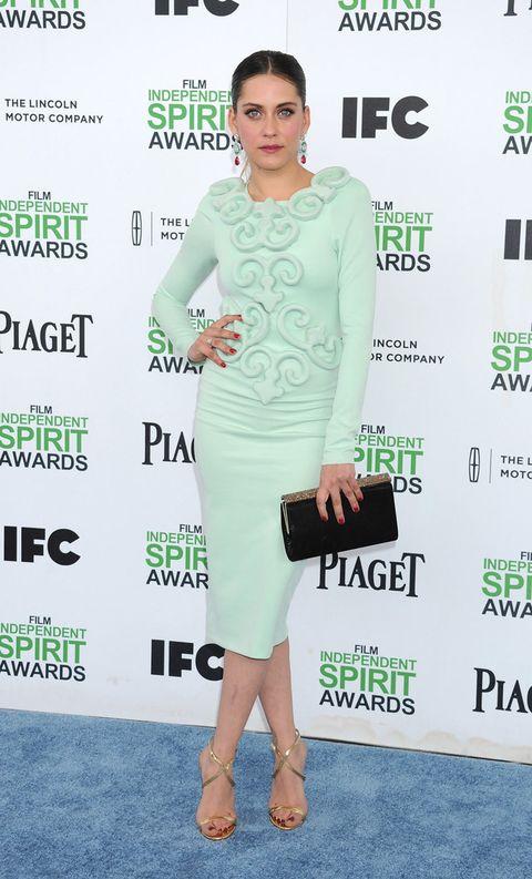 <p>El verde 'mint' es uno de nuestros tonos favoritos. De 10 este vestido midi con cuerpo con relieve que lució Maríaen los&nbsp;los Independent Spirit Awards 2014 y que complemento con unas sandalias doradas y clutch negro.</p>