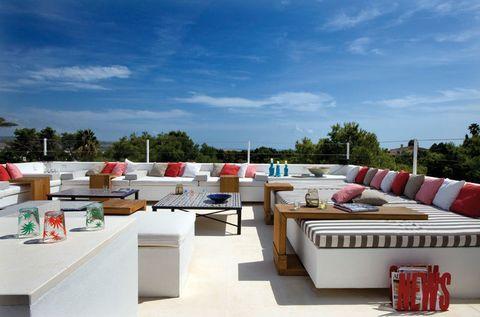 <p>La terraza superior ofrece unas excelentes vistas, del entorno por el día, y del cielo por la noche.</p>