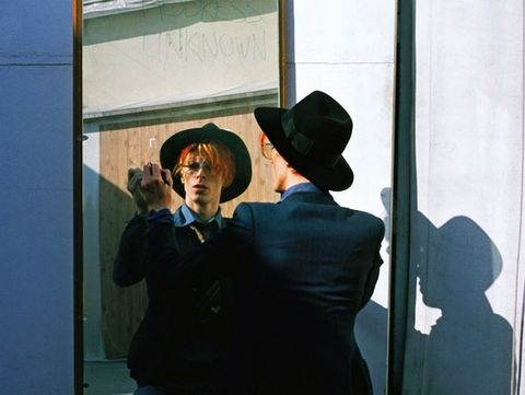 <p>El recopilatorio '<strong>Nothing has changed</strong>', disponible el próximo 17 de noviembre promete ser el mejor homenaje a su 50 aniversario como cantante. Con motivo de sus bodas de oro,<strong>David Bowie </strong>publicará un recopilatorio de grandes éxitos, además de un tema inédito titulado 'Sue (or in a Season of Crime)'.</p>