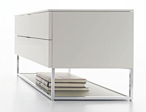 <p>Con base de aluminio, la col. 909 está diseñada por Luca Meda para Molteni, 969 €. </p>