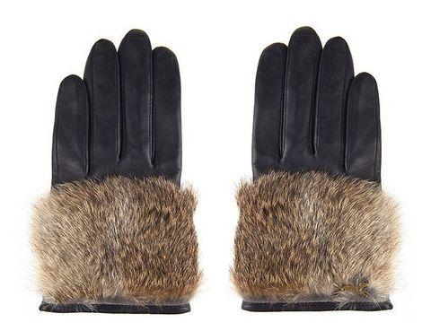 <p>Guantes negros con piel para los meses más fríos del invierno. <strong>De Bimba y Lola (73€).</strong></p>