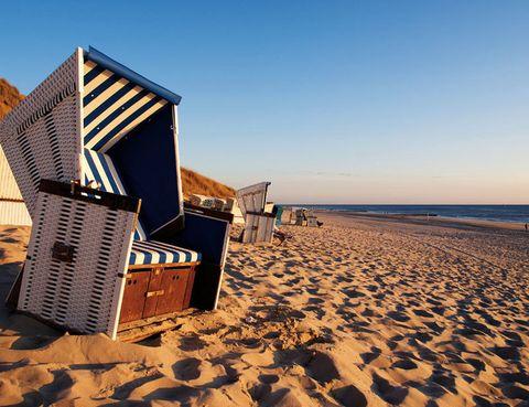 <p>...y márcate un tanto visitando la costa del norte de Alemania. Déjate conquistar por las infinitas dunas de las islas de Amrum, Föhr y Sylt o por las playas verdes de Büsum y Friedrichskoog. <i>Achtung!</i></p>