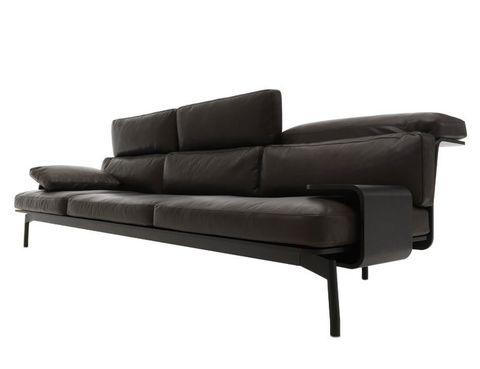 <p>Sled es un sofá reclinable con mesitas incluidas. De Dordoni para Cassina, desde 5.475 €.</p>
